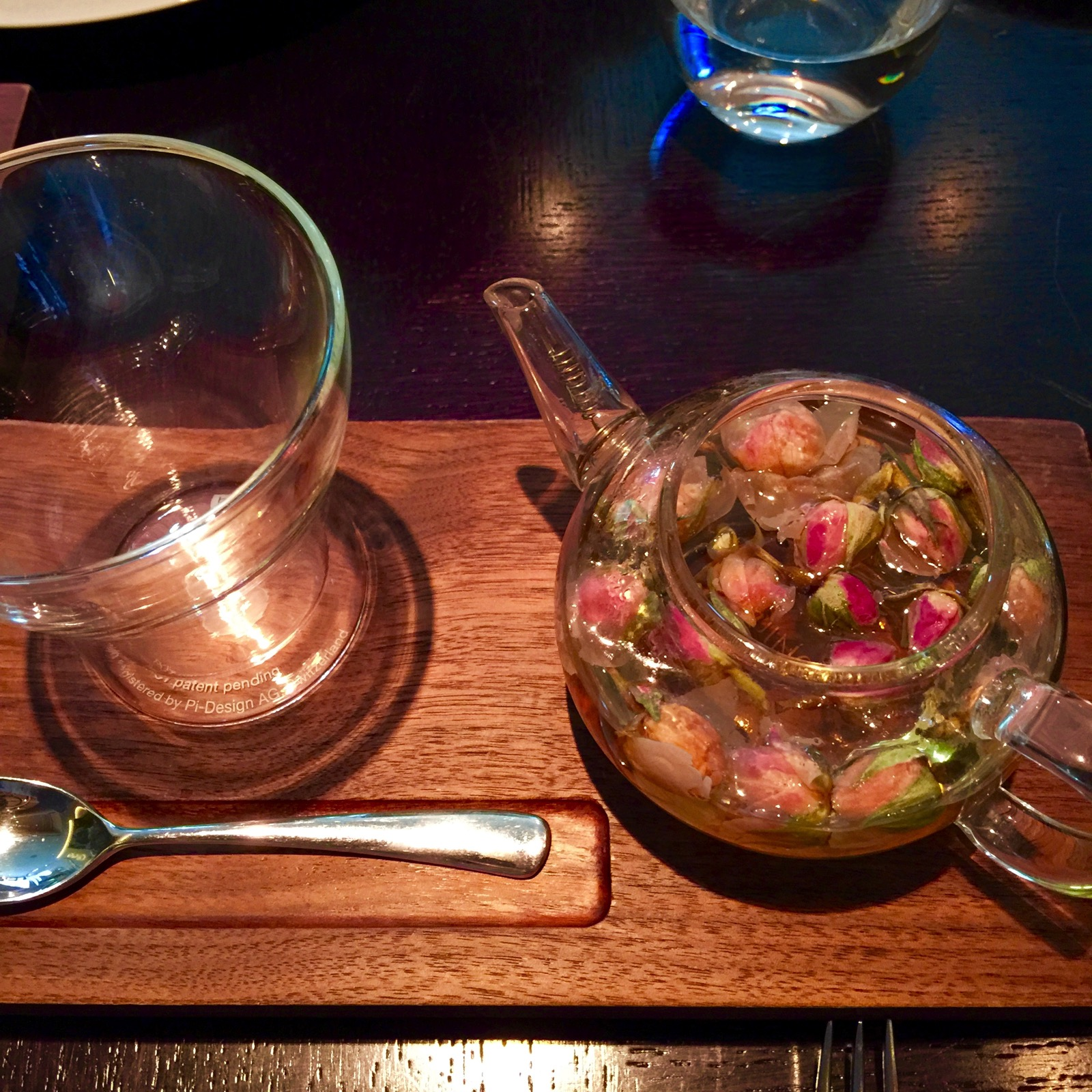 Dinner by Heston Blumenthalバラのつぼみのお茶