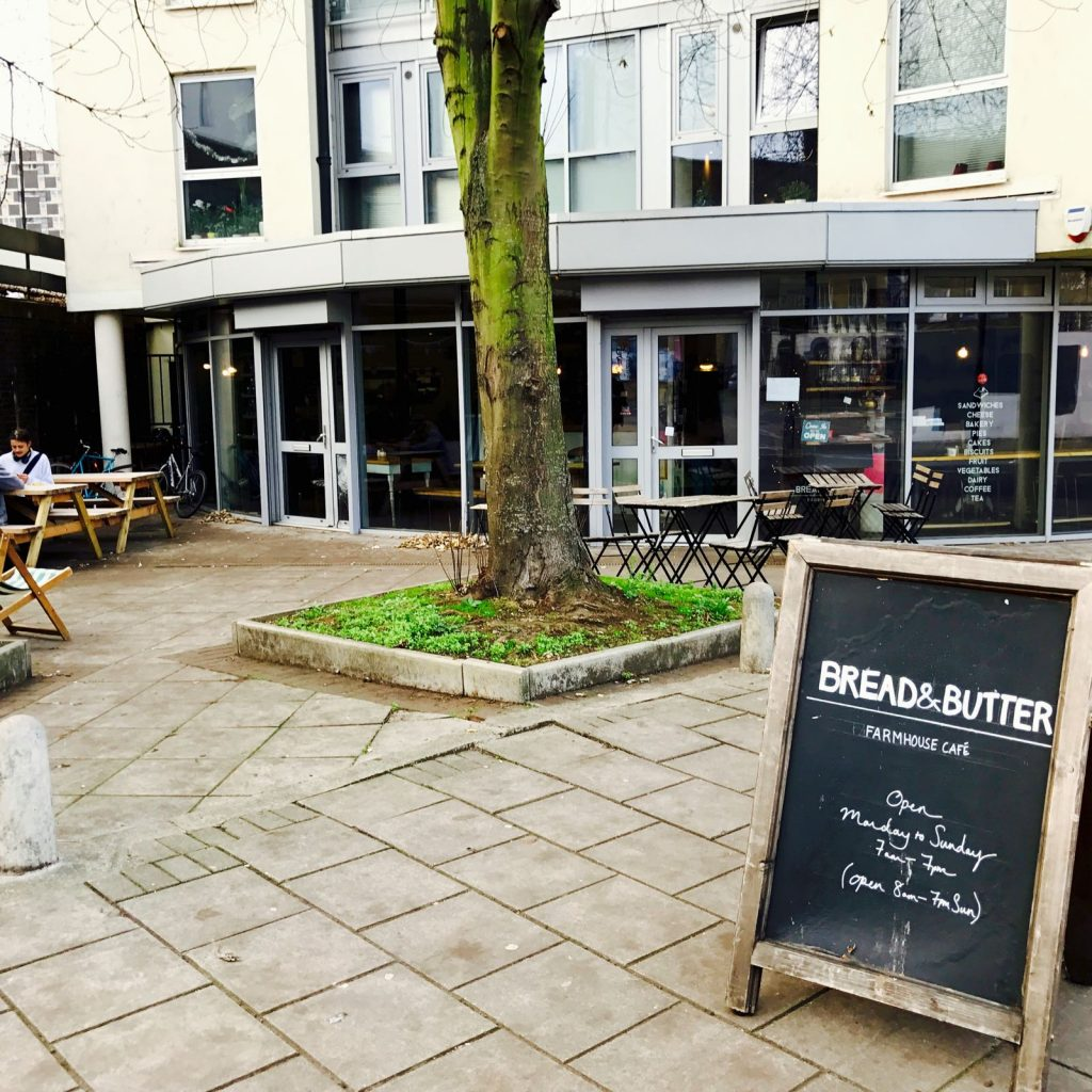 Bread & Butter cafe 外観